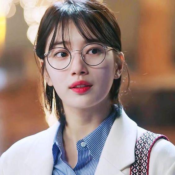 Kính mắt Suzy đeo siêu xinh