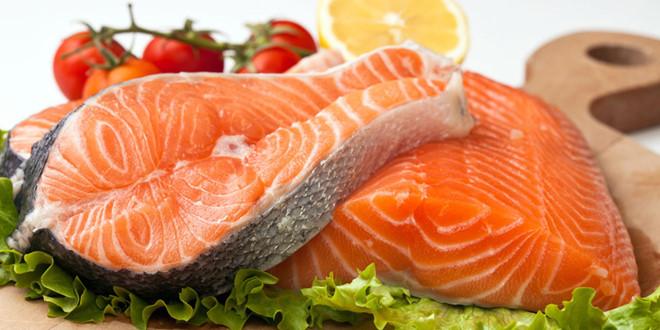 omega-3 dồi dào cùng hàng loạt các vitamin D, B6, B12, A giúp đôi mắt cận thị tinh tườm hơn
