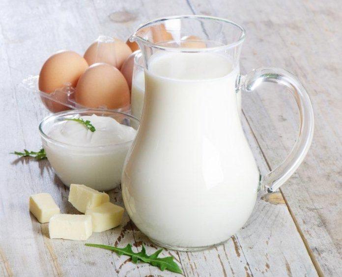 Trứng là là một món ăn quen thuộc của mỗi gia đình.Trong lòng đỏ trứng chứa nhiều hàm lượngzeaxanthin giúp bảo vệ mắt tránh khỏi các tại hại từ tia UV hay còn gọi là tia cực tím.