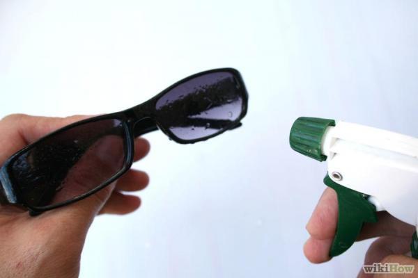 đánh bay những vết trầy xước trên mắt kính
